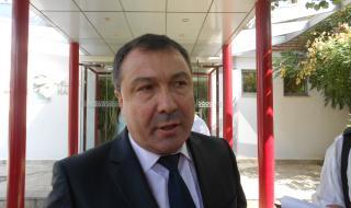 Защитата на несебърския кмет: Пуснете го от ареста, поне да положи клетва