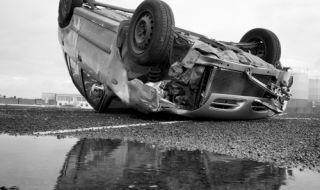 20-годишен без книжка обърна автомобил, загина тийнейджър - 1