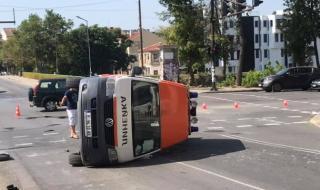 Линейка се преобърна при катастрофа в Ямбол