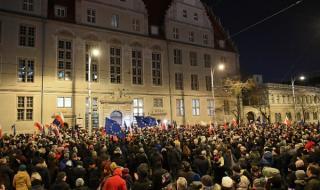 Хиляди на протест в Полша