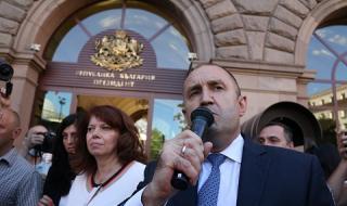Нека бъдем честни, Румен Радев е фалшив герой. И то дори не български, а кремълски