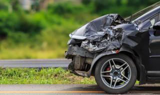 Друсан и пиян шофьор заби колата си челно в ТИР