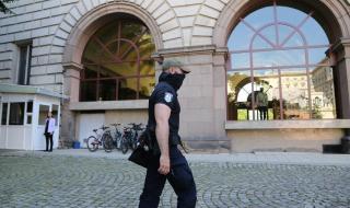 Прокурори влязоха в Президентството, претърсват кабинети (СНИМКИ)