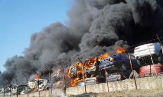 Влизат на проверка в пламналата автоморга в Хасково