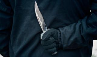 Психичноболен нападна с нож продавачка в Бургас, задигна 2 бона