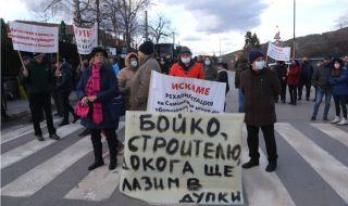 """Жители на """"Кокаляне"""" и """"Панчарево"""" блокираха пътя към Самоков"""