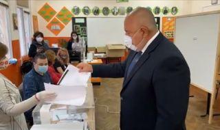 Борисов гласува с хартиена бюлетина