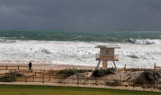 Цялото западно крайбрежие на Австралия бедства заради страшна буря