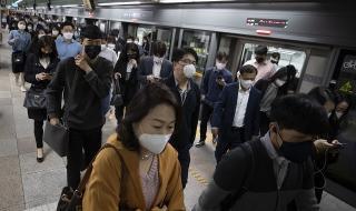 Южна Корея: Не планираме връщане към правилата за социално дистанциране