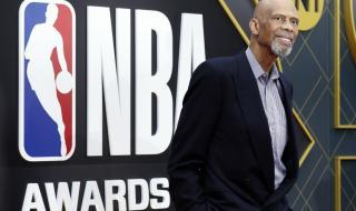 Легенда на НБА посети болни от коронавируса