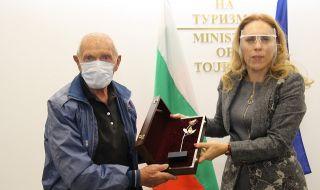 Николова награди най-възрастния скиор у нас