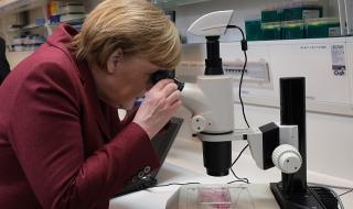 Меркел: Ограниченията заради пандемията трябва да са за възможно най-кратко време