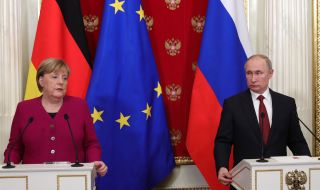 Меркел разговаря с Путин