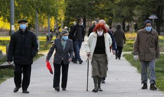 """Пенсионери в Сърбия след 35 дни забрана за излизане: """"Учим се да ходим"""""""