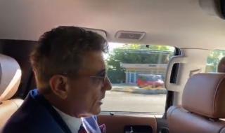 """Кметът на Пазарджик прави """"четки"""" на Борисов от задната седалка (ВИДЕО)"""