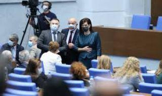 Изслушват четирима министри в парламента