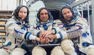 Избран е екипажът за първия художествен филм в Космоса