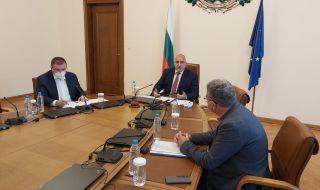 Министър Ангелов обясни пред Борисов защо има повече заразени