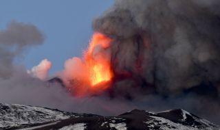 Вулканът Етна изригна