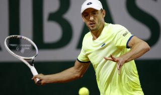 Джон Милман продължава напред на Sofia Open след тежък мач с Жил Симон