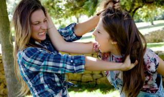Женски бой и скубане на коси в Студенец