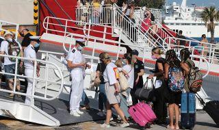 Черен COVID рекорд в Гърция, туристи бягат панически от Миконос