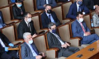 Как депутатите продължиха да получават пари, но принудиха други да се откажат от заплатите си