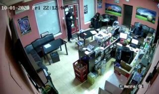 Арестуваха ученици, опитали с пистолети да оберат букмейкърски пункт в Русе