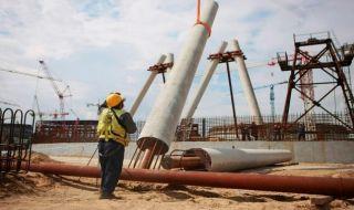 Вдигат 179-метрова охладителна кула на Курската АЕЦ-2 - 1
