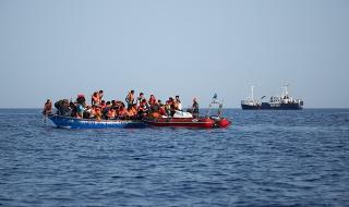 Лодка с мигранти потъна край турски курорт