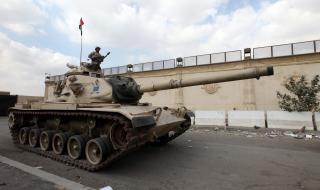 Египет разположи танкове по границата с Либия