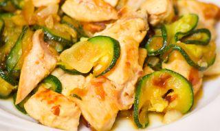 Рецепта за вечеря: Пиле с тиквички