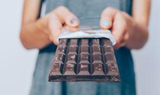 Хората очакват шоколадът да е по-горчив, ако е в черна опаковка
