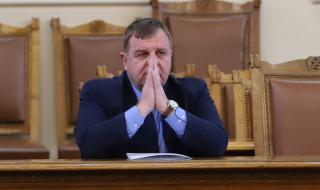 Каракачанов: Северна Македония продължава да смята, че е център на Вселената