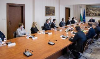 """Президентът: """"Три морета"""" трябва да се утвърди като инструмент за сближаване в Европа"""