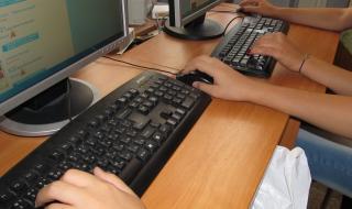 Обучението продължава да е онлайн и без оценки