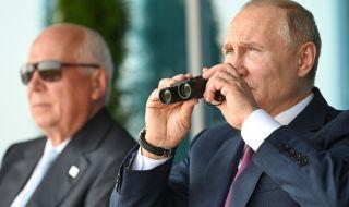 Путин се радва на нов изтребител (ВИДЕО) - 1