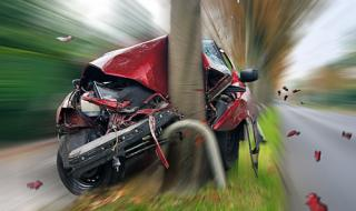 19-годишен шофьор се заби в дърво, загина на място