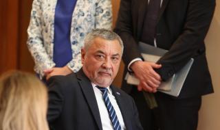 Валери Симеонов: Решихме на Коалиционен съвет за премахването на палатковите лагери