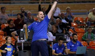 Наш треньор с исторически трофей в Украйна