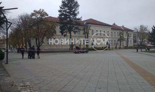 Страшен екшън във Враца! Мъж заля полицаи с бензин и опита да ги подпали