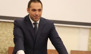 Министърът на икономиката: Ще изградим два типа бензиностанции, както и мрежа за електромобили