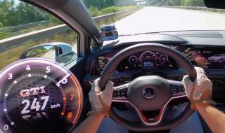 Вижте как новият Golf GTI ускорява до 247 км/ч на аутобана (ВИДЕО)