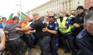 Полицията въдвори ред на Ларгото и освободи движението