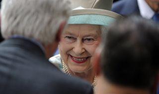 Паметници на британските кралици Виктория и Елизабет Втора бяха съборени - 1