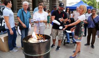 Мая Манолова запали изборни протоколи пред ЦИК
