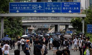 Напрежение в Хонконг! Над 120 задържани при демонстрация срещу проектозакон в мегаполиса (ВИДЕО)