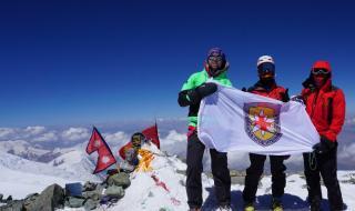 Наши планински спасители изкачиха връх Ленин