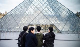 Лувърът отново приема посетители