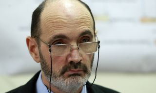 Рашков пенсионира административния секретар на МВР